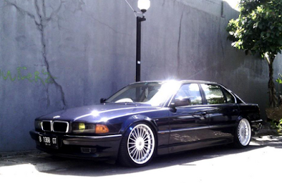modifikasi mobil sedan BMW 735iL E38